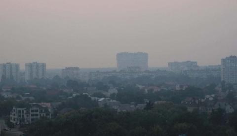 У столицю знову повертається дим через тління торфу під Києвом