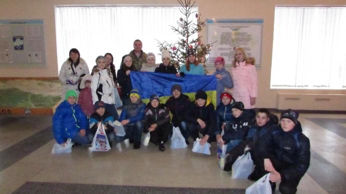 Діти з Луганщини відвідали розташування львівських десантників (10 фото)