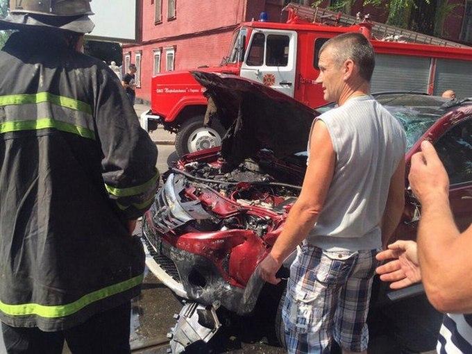 У Харкові сталася серйозна ДТП з пожежею: з'явилися фото (1)