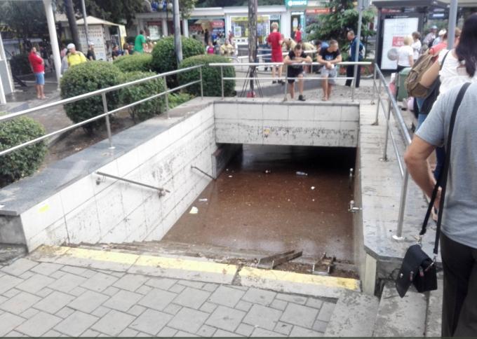 Ялта ушла под воду - опубликованы шокирующие фото и видео (3)