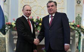 Путина высмеяли за странный орден, который он вручил коллеге