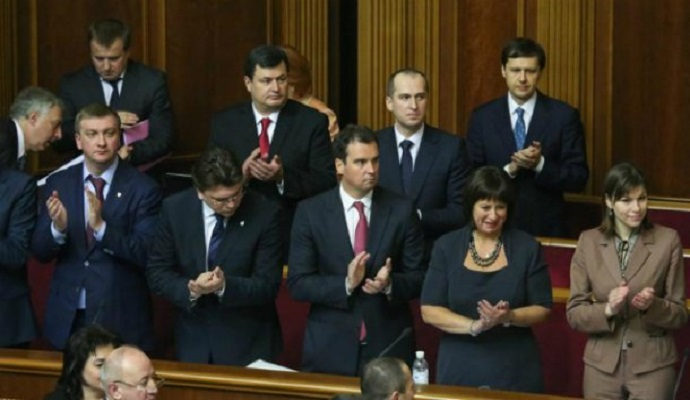 Больше половины украинцев хотят смены правительства - опрос