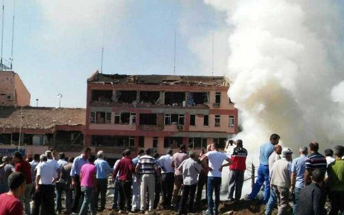 У Туреччині стався потужний теракт, є загиблі і десятки поранених: з'явилися відео