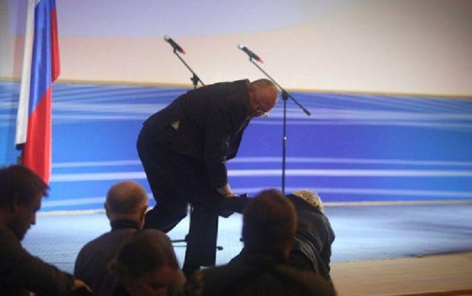 Жириновський впав просто на сцені - з'явилося відео курйозного інциденту