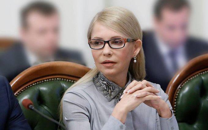 Тимошенко в Раді оригінально привіталася з колегою: з'явилося фото