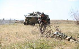 На Донбасі бойовики атакують ЗСУ з танків і мінометів: загинув український захисник