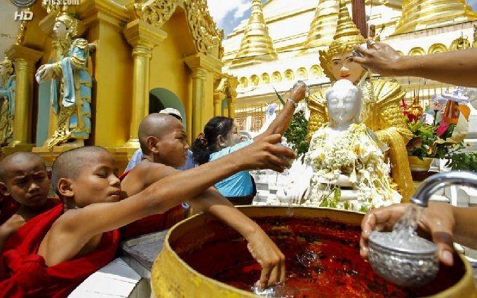 У М'янмі натрадиційному фестивалі води загинули 285 людей