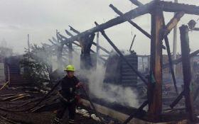 На Закарпатье ночью сгорела база отдыха