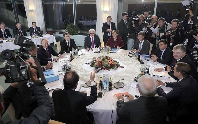 Переговори щодо Донбасу: Порошенко і Путін зіграли внічию, але є важлива дата