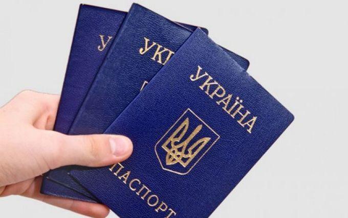 В Украине запретили выдачу внутренних паспортов старого образца