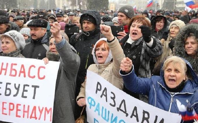 І не потрібно нікого годувати: соцмережі вразили зарплати в окупованому Донецьку
