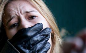 В Одессе женщину похитили средь бела дня: опубликовано видео