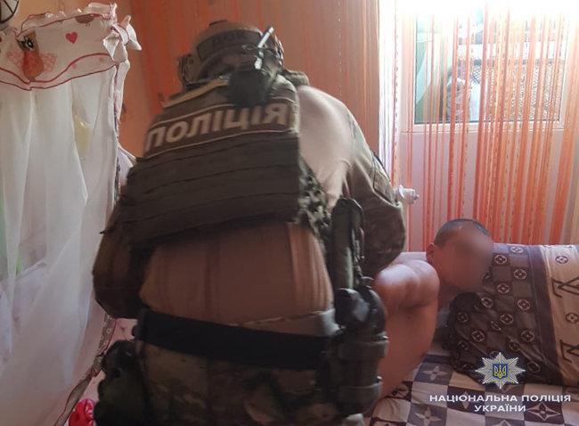 Киберполиция задержала мужчину, который использовал свою 8-месячную дочь для порнографических съемок (1)