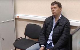 Російський суд подовжив арешт українського журналіста Романа Сущенка