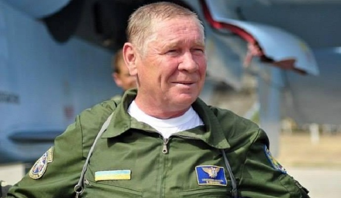 Президент присвоил самолету Су-27 имя Василия Никифорова