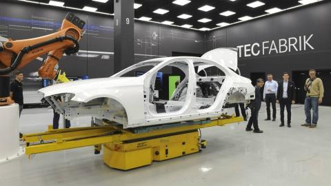 Стало відомо як виглядає кузов нового Mercedes-Benz E-Class (2 фото) (2)