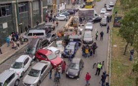 Масштабное ДТП в Киеве - опубликовано шокирующее видео с дрона