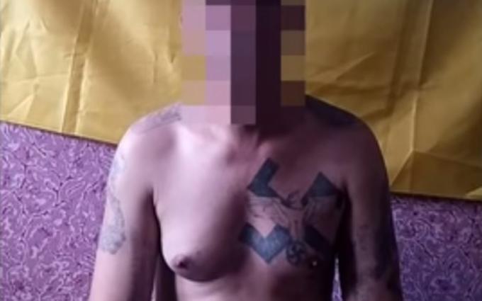 """СБУ спіймала розписаного свастиками """"антифашиста"""" з ДНР: з'явилося відео"""
