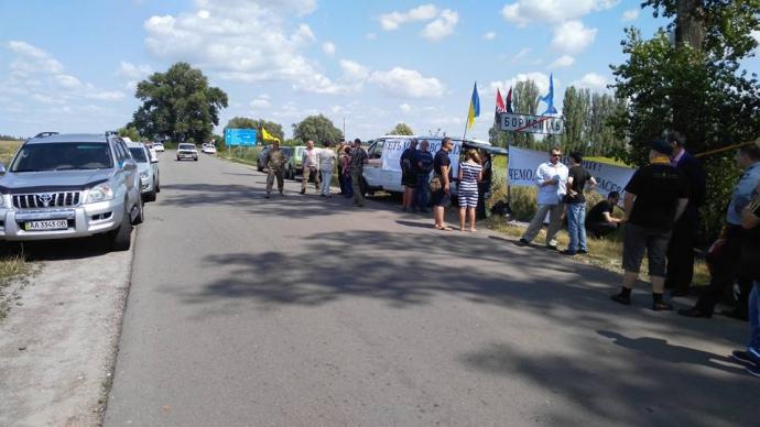 Під Києвом з'явився блокпост для хресної ходи: опубліковане фото (1)