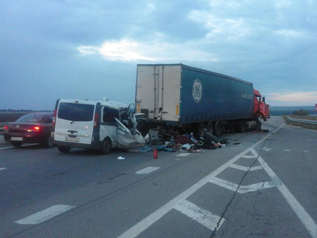 З'явилися фото з місця страшного ДТП на Миколаївщині, де загинули вісім осіб (1)