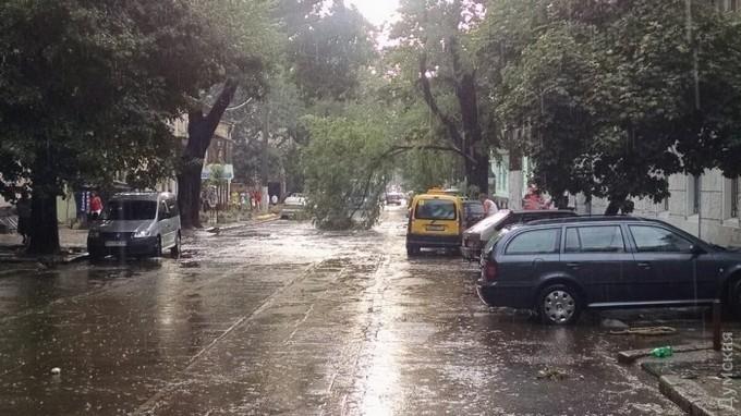 В Одесі дощ закінчився масштабним потопом: опубліковані фото і відео (1)