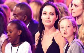 Дети Джоли и Питта получили травму у психолога