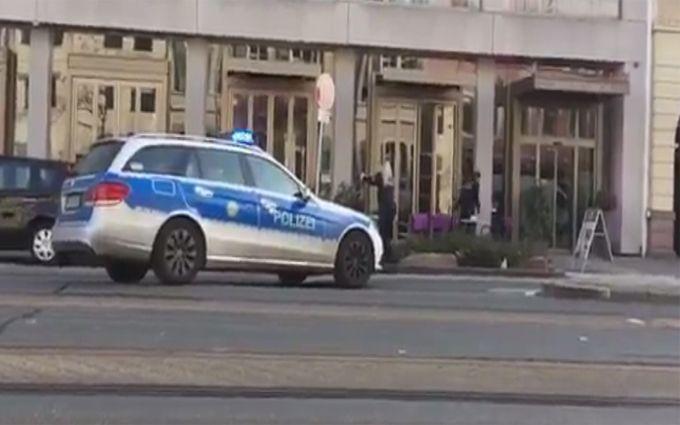 ВГермании вооруженный мужчина въехал втолпу прохожих