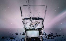 Зачем пить воду натощак: названа реальная польза
