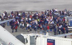 У США в аеропорту сталася стрілянина, є загиблі: з'явилися фото і відео