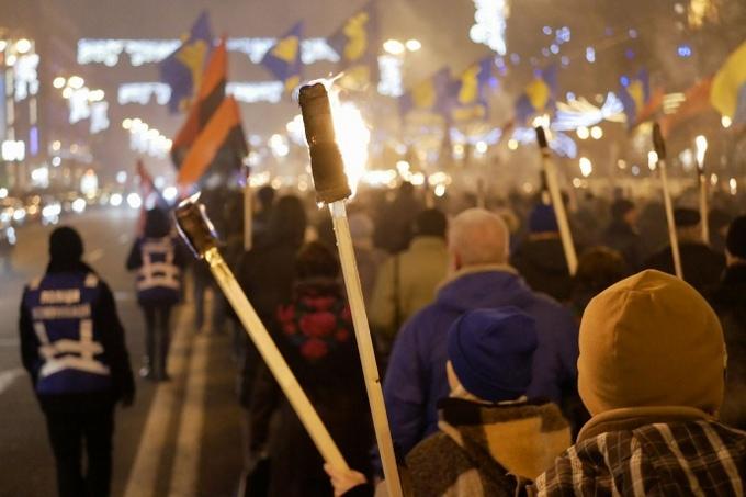 В Киеве провели факельное шествие в честь Бандеры: опубликованы фото и видео (4)