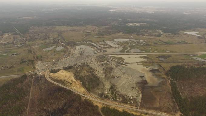 Соцсети поразил масштаб нелегальной добычи янтаря в Украине: появились фото (1)