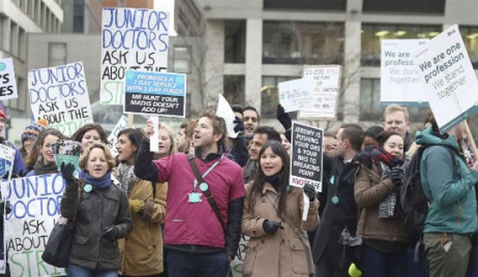 Почти 3 тысячи операций в Британии отменили из-за забастовки врачей