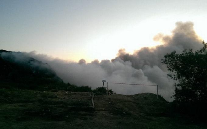 Под Львовом тушат новый пожар на гигантской свалке: появились фото и видео