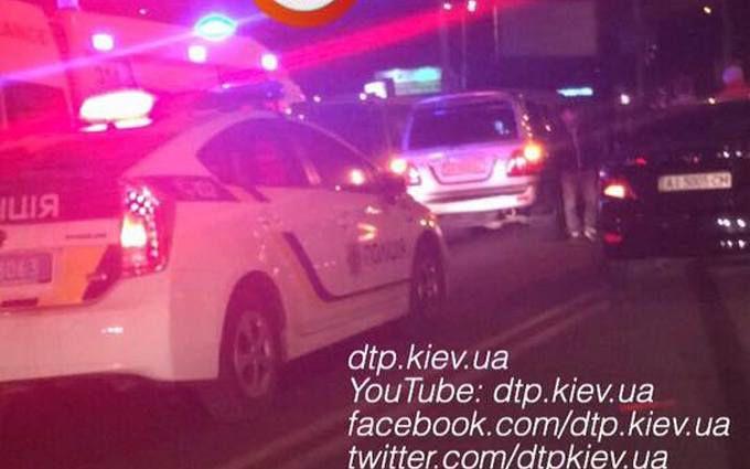 У Києві водій елітного автомобіля збив двох людей: з'явилися фото