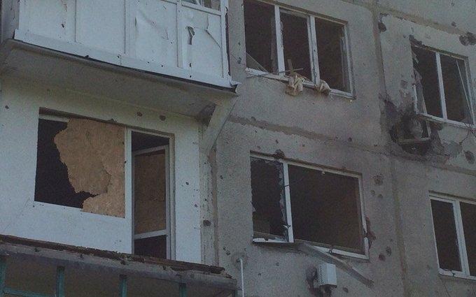 Бойовики ДНР завдали артудари по житловим будинкам і школам: з'явилися фото