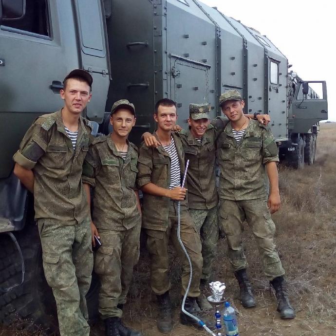 Стягування військ до Криму: з'явилися нові фото путінських солдатів (1)