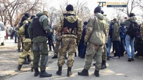 В Запорожье произошли стычки из-за памятника Ленину: опубликовано фото и видео (2)