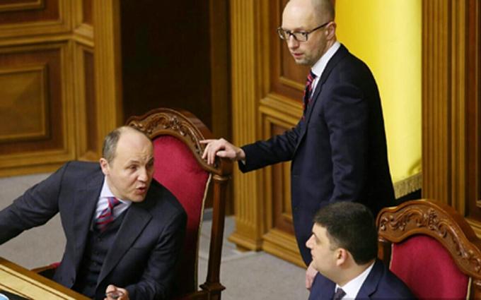 """У Порошенко внесли """"неожиданную"""" кандидатуру премьера: у Яценюка думают"""