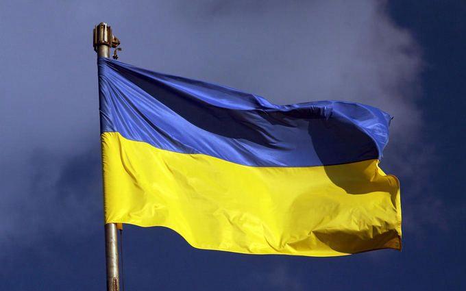 Невідомі підпалили синьо-жовтий прапор
