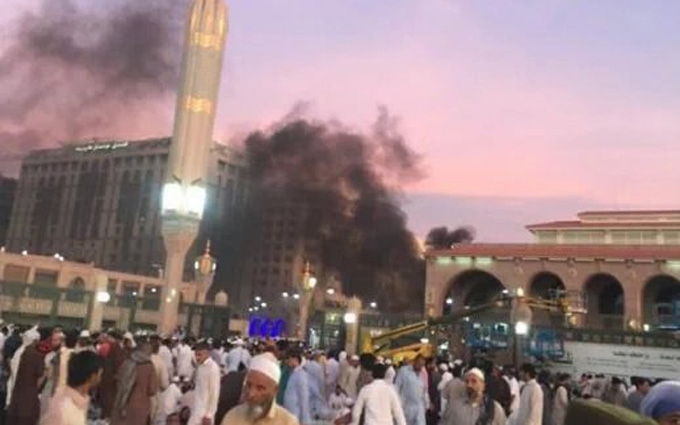 Смертник влаштував вибух біля мечеті Пророка в Медині, є жертви: опубліковано фото і відео