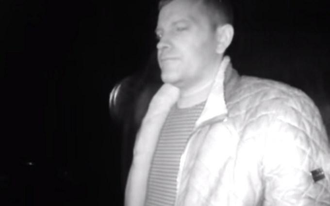 Пьяный водитель напал на патрульного: появилось видео