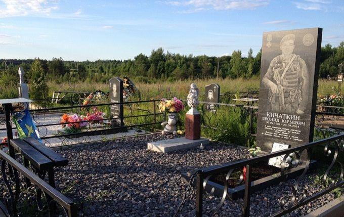 """""""Вони там були"""": ЗМІ показали фото пам'ятників військових РФ, які загинули на Донбасі"""