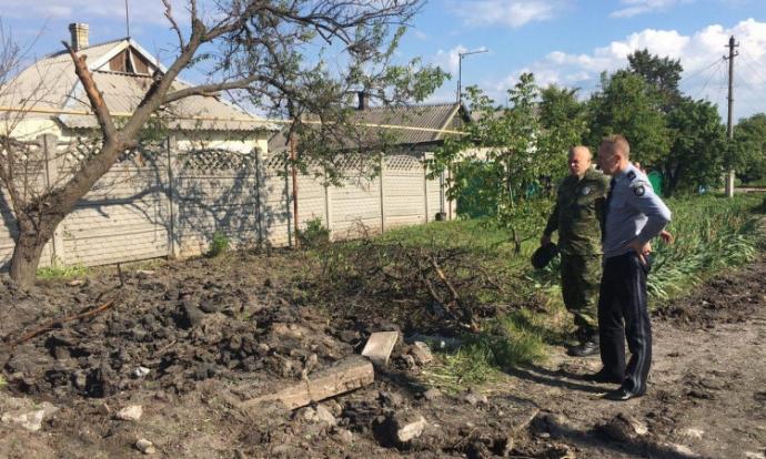 """Обострение на Донбассе: в сети показали, как выглядит Красногоровка после обстрелов из """"Градов"""" (1)"""