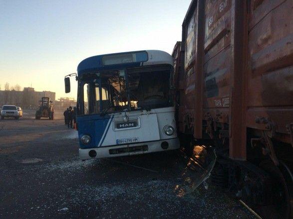 В Одесской области произошло столкновение пассажирского автобуса с поездом