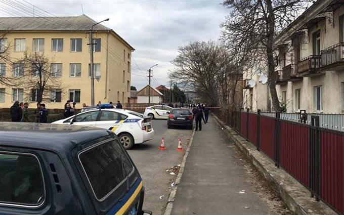 В Мукачево посреди бела дня на улице произошла перестрелка: опубликованы фото и видео