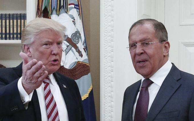 """Трамп рассказал Лаврову, что освободил """"сумасшедшего"""" Коми из-за давления в вопросе России - NYT"""