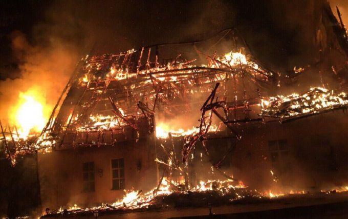 На Закарпатті спалахнув оздоровчий комплекс: опубліковані фото і відео