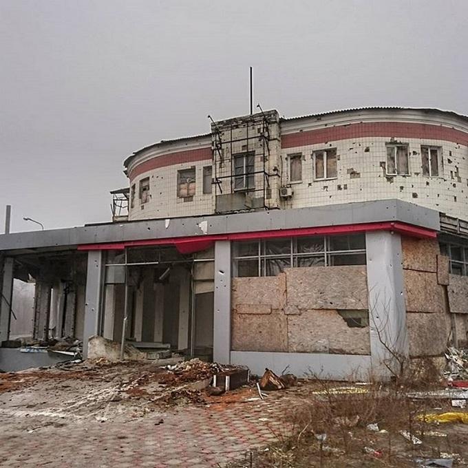 Ситуация на Донбассе: в сети появились свежие фото разрухи в Донецке (1)