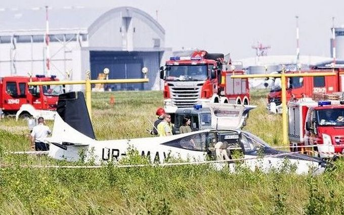 В Польше разбился украинский самолет с депутатом на борту: опубликованы фото с места аварии
