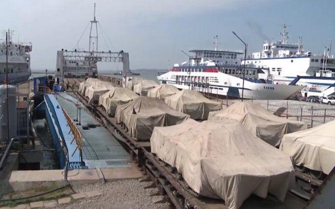 Продовжують звозити брухт: з'явилися нові фото військової техніки Путіна в Криму